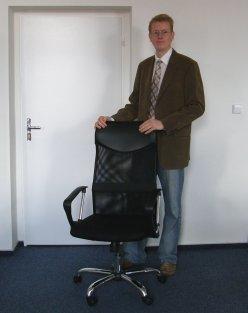 Náš ředitel a Vaše židle